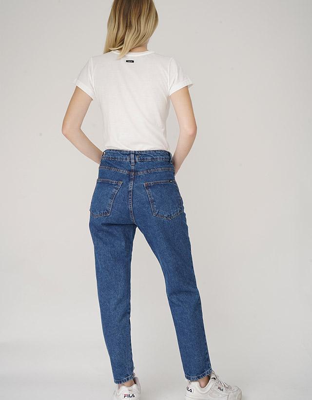Jeans Mom azul hilo naranja
