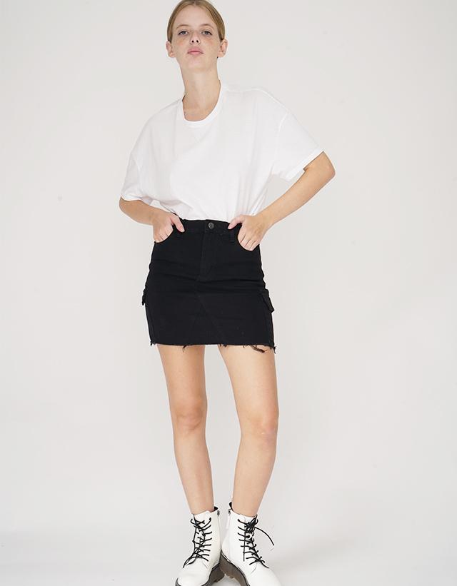 Mini negra con bolsillos cargo