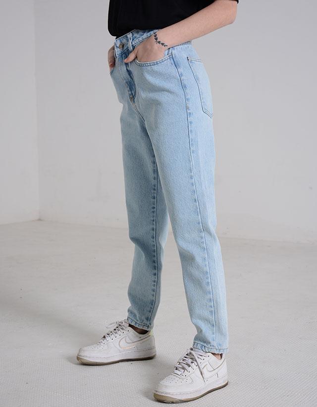 PIETÀ - Jeans Mom Sky Blue